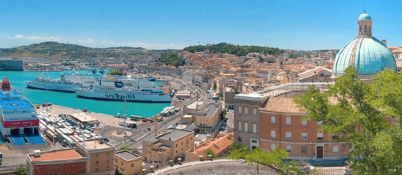 De haven van Ancona