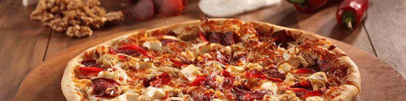 Pizza met italiaanse ingredienten, pizza is natuurlijk het bekendste Italiaans eten